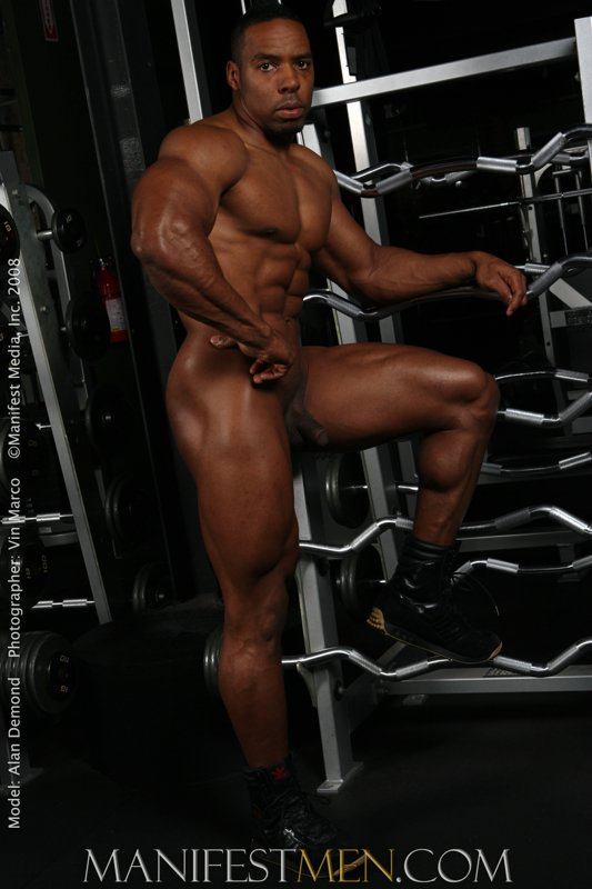 hot ebony bodybuilder posing naked