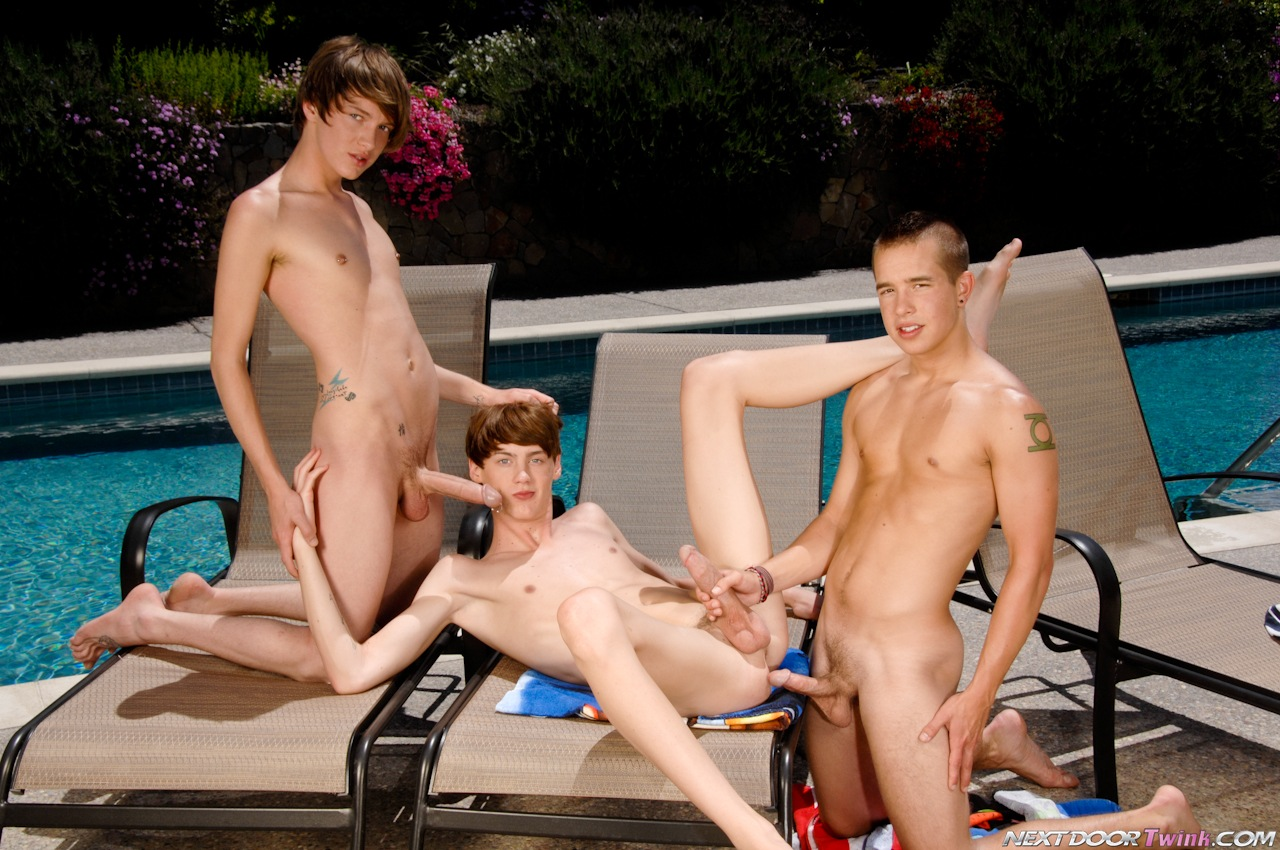 Outdoor Gay Threeway Fuck